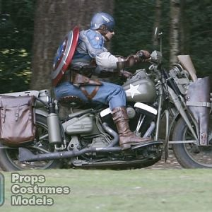 captain_america_the_first_avenger_set_image_motorcycle_shield_02-600x450
