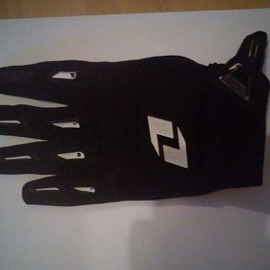 One Industries motocross gloves as base, researched gloves quite a bit, going for practical and looking cool