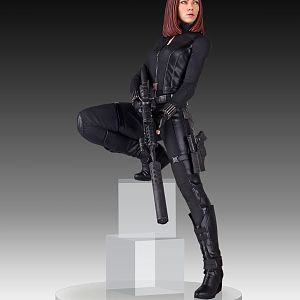Black Widow Gentle Giant statue