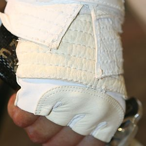 Storm_Shadow_Gloves_01