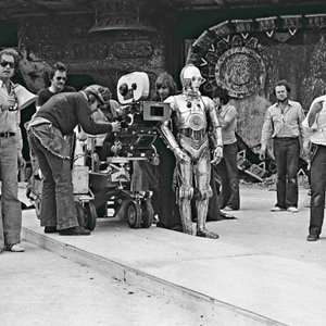 Lucas,-C3PO-on-set.jpg