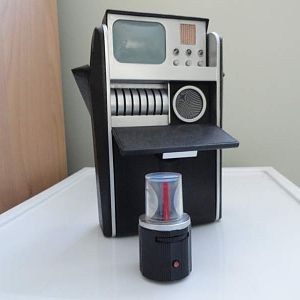 Medical tricorder from DST ....modified to look screen used...